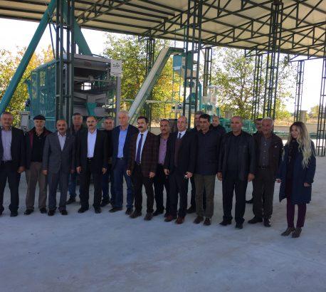 DAP İdaresi Başkanı Sn.Adnan DEMİR Kurduğumuz Kayısı Çekirdeği Kırma ve Seçme Tesisini İnceledi.
